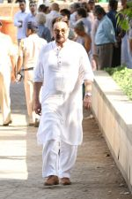 Kabir Bedi at the Funeral Of Veteran Actor Vinod Khanna on 27th April 2017 (8)_5902e63419f1b.JPG