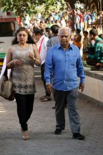 Ramesh Sippy at the Funeral Of Veteran Actor Vinod Khanna on 27th April 2017 (41)_5902e63ecb61f.JPG
