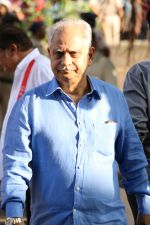 Ramesh Sippy at the Funeral Of Veteran Actor Vinod Khanna on 27th April 2017 (43)_5902e6420ac48.JPG
