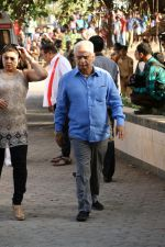 Ramesh Sippy at the Funeral Of Veteran Actor Vinod Khanna on 27th April 2017