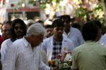 at the Funeral Of Veteran Actor Vinod Khanna on 27th April 2017 (17)_5902e60f9ac66.JPG