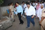 at the Funeral Of Veteran Actor Vinod Khanna on 27th April 2017 (69)_5902e62a555d4.JPG