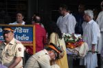 at the Funeral Of Veteran Actor Vinod Khanna on 27th April 2017 (76)_5902e630067ce.JPG