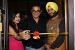 Abhijeet Bhattacharya, Shibani Kashyap at An Art Exhibition on 1st May 2017 (15)_590817b9e817e.JPG