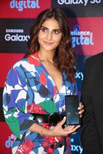 Vaani Kapoor launches Samsung Galaxy S8 on 3rd May 2017 (19)_590ac972a1059.JPG