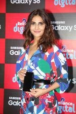 Vaani Kapoor launches Samsung Galaxy S8 on 3rd May 2017 (21)_590ac986d0ffd.JPG