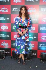 Vaani Kapoor launches Samsung Galaxy S8 on 3rd May 2017 (3)_590ac8cb629d9.JPG