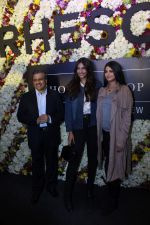 Sonam Kapoor and Rhea Kapoor launch a new clothing Brand Rheson on 12th May 2017 (31)_5916b4fe27543.JPG