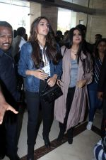 Sonam Kapoor and Rhea Kapoor launch a new clothing Brand Rheson on 12th May 2017 (5)_5916b4dc4c92c.JPG