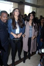 Sonam Kapoor and Rhea Kapoor launch a new clothing Brand Rheson on 12th May 2017 (6)_5916b55c7a080.JPG