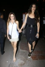 Sussanne Khan Spotted At Bandra on 13th May 2017 (19)_5917f1e4808ca.JPG
