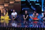 Mohit Suri, Baba Ramdev on the sets of Nach Baliye Season 8 on 16th May 2017 (44)_591c42dba4c9e.JPG