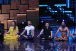 Mohit Suri, Baba Ramdev on the sets of Nach Baliye Season 8 on 16th May 2017 (45)_591c42e16d392.JPG
