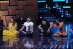 Mohit Suri, Baba Ramdev on the sets of Nach Baliye Season 8 on 16th May 2017 (47)_591c42f2d6af3.JPG