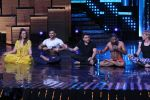 Mohit Suri, Baba Ramdev on the sets of Nach Baliye Season 8 on 16th May 2017 (48)_591c42fb24e01.JPG