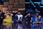 Mohit Suri, Baba Ramdev on the sets of Nach Baliye Season 8 on 16th May 2017 (56)_591c435875f73.JPG