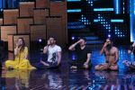 Terence Lewis, Baba Ramdev on the sets of Nach Baliye Season 8 on 16th May 2017 (50)_591c43c05be0e.JPG