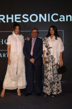 Sonam Kapoor, Rhea Kapoor at the Press Showcase Of Their High Street Brand Rheson on 17th May 2017 (26)_591d30ac15b46.JPG