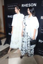 Sonam Kapoor, Rhea Kapoor at the Press Showcase Of Their High Street Brand Rheson on 17th May 2017 (4)_591d309dea385.JPG