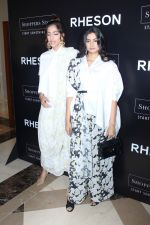 Sonam Kapoor, Rhea Kapoor at the Press Showcase Of Their High Street Brand Rheson on 17th May 2017 (5)_591d314689e40.JPG