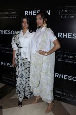 Sonam Kapoor, Rhea Kapoor at the Press Showcase Of Their High Street Brand Rheson on 17th May 2017 (8)_591d30a2a6075.JPG