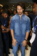 Tiger Shroff at the Launch Of Lifestyle New Store on 18th May 2017 (16)_591e897298c91.JPG