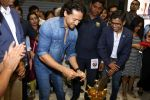 Tiger Shroff at the Launch Of Lifestyle New Store on 18th May 2017 (19)_591e897b91b8f.JPG