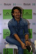 Tiger Shroff at the Launch Of Lifestyle New Store on 18th May 2017 (27)_591e898fab351.JPG