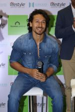 Tiger Shroff at the Launch Of Lifestyle New Store on 18th May 2017 (31)_591e899ab455e.JPG
