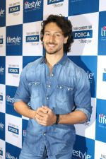 Tiger Shroff at the Launch Of Lifestyle New Store on 18th May 2017 (38)_591e89ab37c81.JPG