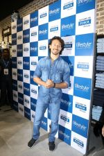 Tiger Shroff at the Launch Of Lifestyle New Store on 18th May 2017 (39)_591e89ae0f959.JPG