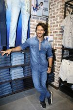 Tiger Shroff at the Launch Of Lifestyle New Store on 18th May 2017 (40)_591e89b128e26.JPG