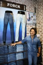Tiger Shroff at the Launch Of Lifestyle New Store on 18th May 2017 (41)_591e89b424878.JPG