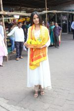 Poonam Pandey Visit Siddhivinayak Temple For Blessings on 19th May 2017 (8)_591fdb66c6e54.JPG