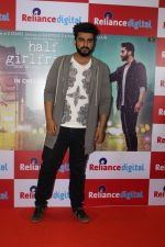 Arjun Kapoor Promotes Half Girlfriend at Reliance Digital Store on 20th May 2017 (11)_5921242043424.JPG