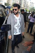 Arjun Kapoor Promotes Half Girlfriend at Reliance Digital Store on 20th May 2017 (13)_59212426d882d.JPG