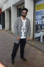 Arjun Kapoor Promotes Half Girlfriend at Reliance Digital Store on 20th May 2017 (17)_5921243abccd7.JPG