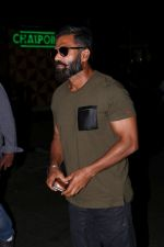 Suniel Shetty Spotted At Airport (3)_5926769e26554.JPG