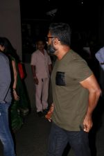 Suniel Shetty Spotted At Airport (5)_592676a0b0690.JPG