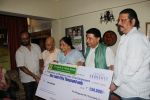 Anup Jalota at Hand Over Donation Cheque To Federation Of Cine Employees By Veteran Music Director Khayyam Ji on 27th May 2017 (2)_592983a697103.JPG