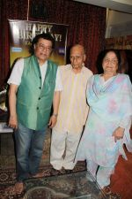 Anup Jalota at Hand Over Donation Cheque To Federation Of Cine Employees By Veteran Music Director Khayyam Ji on 27th May 2017 (6)_5929838d59381.JPG