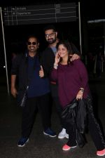 Siddharth Mahadevan With Family Spotted At Airport on 26th May 2017 (6)_59297836da5f6.JPG