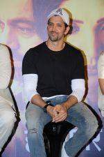 Hrithik Roshan at the Trailer Launch Of Marathi Film Hrudayantar on 28th May 2017 (31)_592bba61a8cd0.JPG