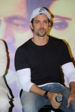 Hrithik Roshan at the Trailer Launch Of Marathi Film Hrudayantar on 28th May 2017 (38)_592bba8eec6bd.JPG