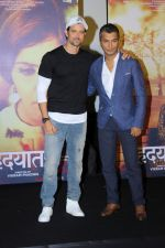 Hrithik Roshan, Vikram Phadnis at the Trailer Launch Of Marathi Film Hrudayantar on 28th May 2017 (60)_592bba7910373.JPG