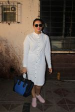 Huma Qureshi Spotted At Scrabble Digital Studio on 27th May 2017 (3)_592b92d6b1aca.JPG