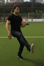 Tiger Shroff at the Launch Of The Second Edition Of Super Soccer Tournament on 28th May 2017 (27)_592bca4d9661b.JPG