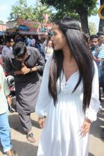 Poonam Pandey Distribute Raincoat To Neddy Kids on 30th May 2017 (1)_592ebeda536af.JPG