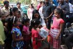 Poonam Pandey Distribute Raincoat To Neddy Kids on 30th May 2017 (52)_592ebf34a7a05.JPG