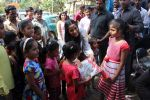 Poonam Pandey Distribute Raincoat To Neddy Kids on 30th May 2017 (54)_592ebf38a6d23.JPG